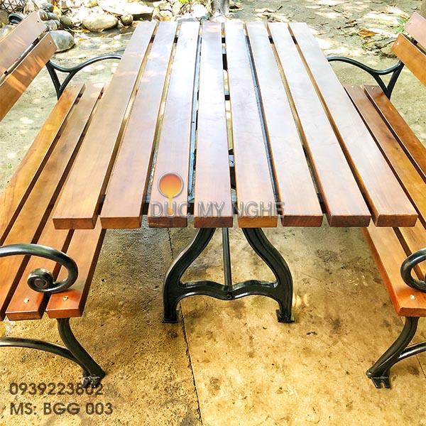 Bàn Ghế Sân Vườn Gang Đúc Ngoài Trời Gỗ Gõ Đỏ Đẹp Cao Cấp BGG 003 - Hình 13