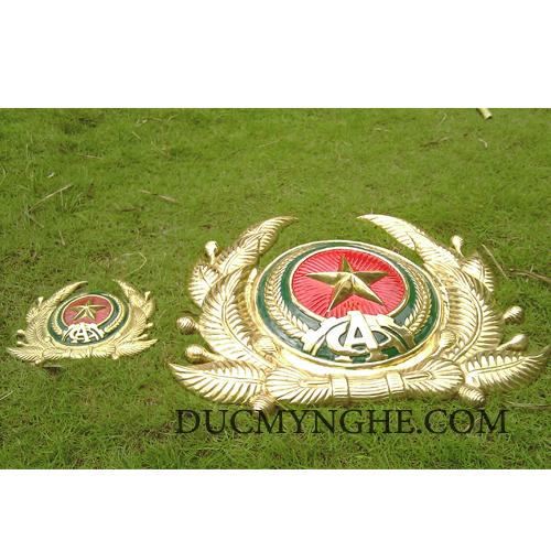 Huy hiệu công an quân đội đúc bằng đồng thau đánh bóng vàng 18k BHLG001 - Hình 1
