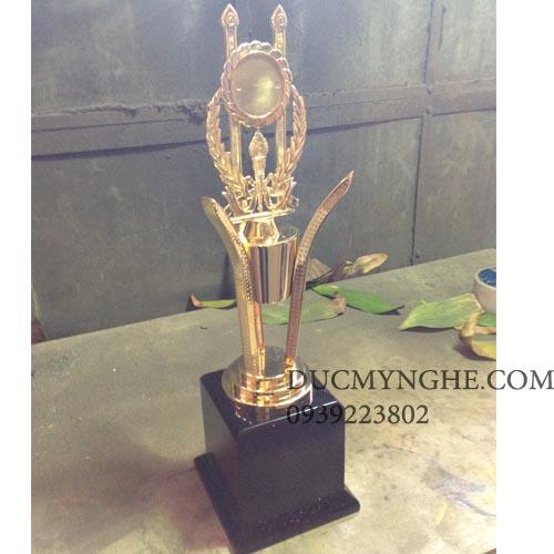 Cúp đúc đồng đánh bóng sáng như vàng 18k trao giải doanh nghiệp CD008 - Hình 1