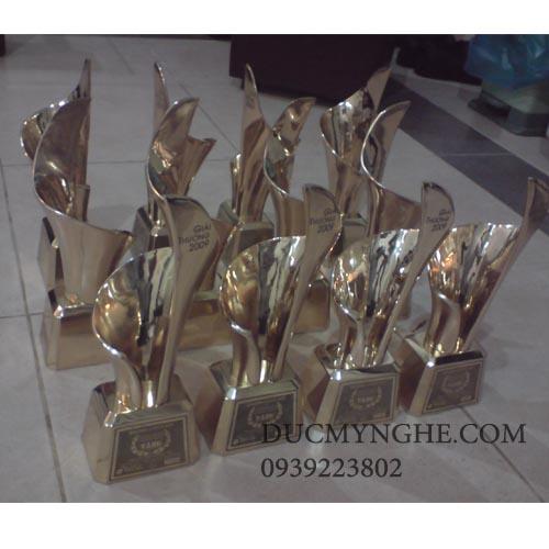 Cúp đúc đồng trao giải doanh nhân đất việt CD003 - Hình 3