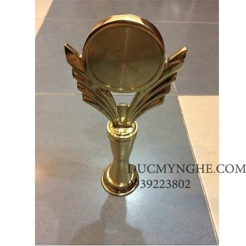 Cúp đúc đồng trao giải doanh nhân tiêu biểu suất sắc trong năm CD006 - Hình 1