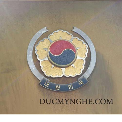 Logo đại sứ quán hàn quốc bằng inox 304 kết hợp đồng thau sơn màu BHLG002 - Hình 3