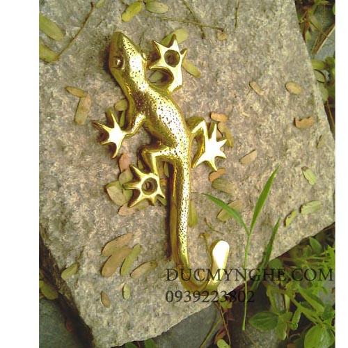 Móc treo đồ đúc đồng hình con thằn lằn leo tường giả cổ trang trí MT001 - Hình 1