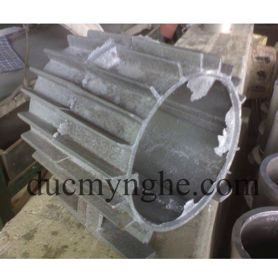 Vỏ chi tiết mô tơ máy đúc bằng nhôm làm theo thiết kế sản xuất DN004 - Hình 1
