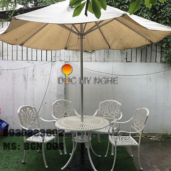 Bàn Ghế Cafe Ngoài Trời Nhôm Đúc - Gia Đình Khách Sạn Nhà Hàng BGN006