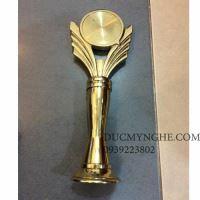 Cúp đúc đồng trao giải doanh nhân tiêu biểu suất sắc trong năm CD006
