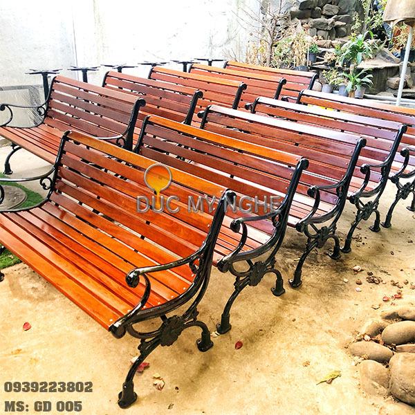 Ghế Công Viên Gang Đúc Thanh Ngồi Gỗ Căm Xe Ngoài Trời Sân Vườn GD005