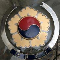 Logo đại sứ quán hàn quốc bằng inox 304 kết hợp đồng thau sơn màu BHLG002