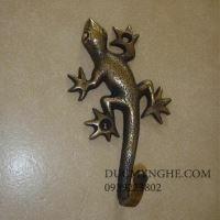 Móc treo đồ đúc đồng hình con thằn lằn leo tường giả cổ trang trí MT001