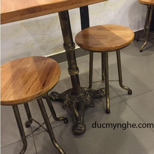 Nhận biết bàn ghế cafe sân vườn, ngoài trời Gang đúc, Nhôm đúc bền đẹp